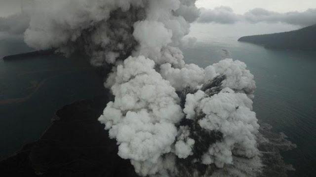 BREAKING NEWS! Gunung Anak Krakatau Siaga, Jarak Aman Radius 5 Km
