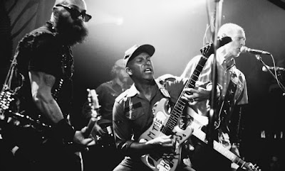 Tom Morello, al centro: «Without Joe Hill, there's no Guthrie, no Dylan, no Springsteen, no Clash, no Public Enemy, no Minor Threat, no System of a Down... no Rage Against the Machine»