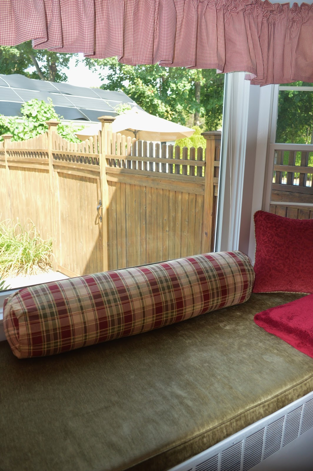 Window Seat With Bolster Pillow