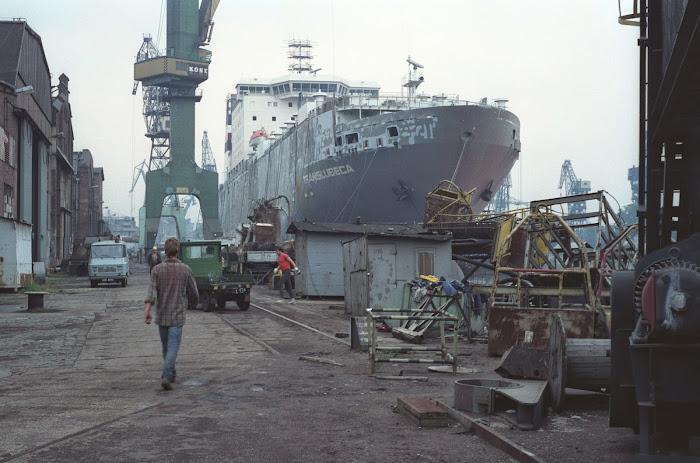 Gdansk, chantiers navals, Stocznia Gdanska, Translubeca, finnlines, Grimaldi, © L. Gigout, 1990