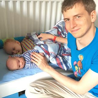 Christkind, Brudi und Max beim ins Bett bringen
