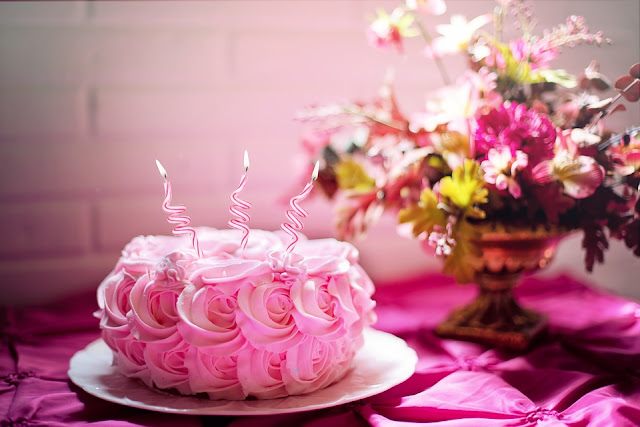 Increase the Celebration Mood with Delicious Cake and Beautiful Flowers 3