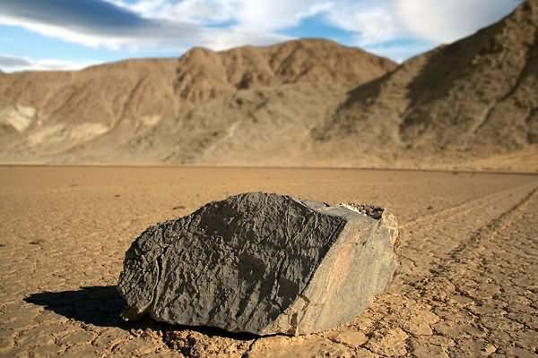 Sailing Stones, Death Valley | Mysterious places of World