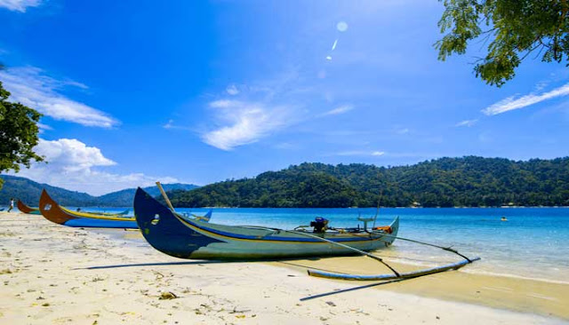 Menikmati Keindahan Teluk Kiluan Di Lampung