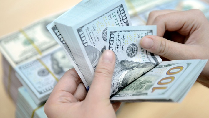 Nên giữ USD, mua đô-la hay đem tiền Việt gửi ngân hàng lấy lãi suất là an toàn nhất