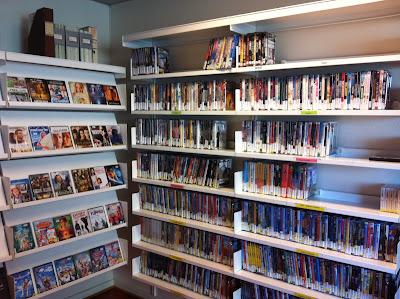 Et lite utvalg vi har av DVD'er fpr både voksne og barn på Råholt Bibliotek
