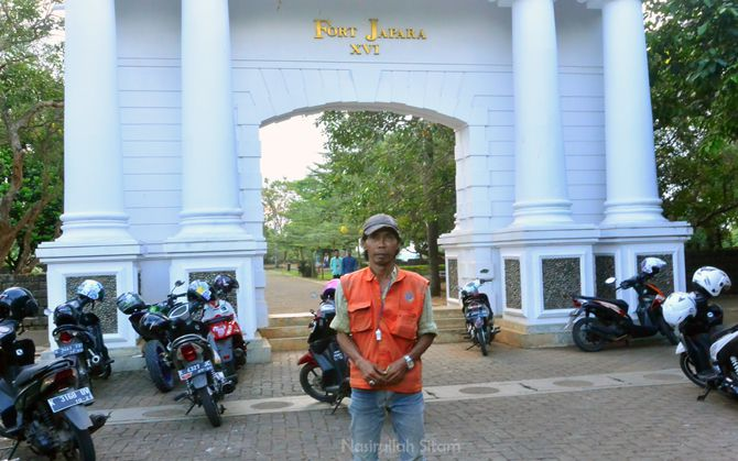 Pak Kasrin, petugas parkir yang berjaga di benteng VOC Jepara