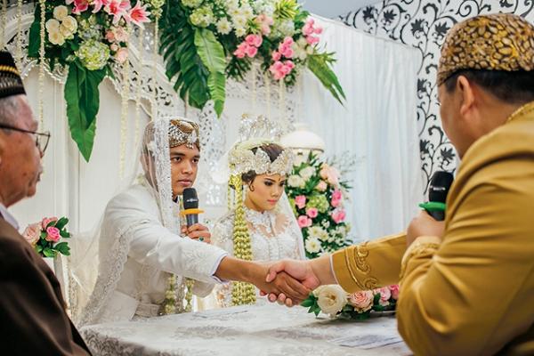 Image result for Menikah Itu Tidak Harus Menunggu Kaya, Yang Penting Mau Kerja Dan Berusaha