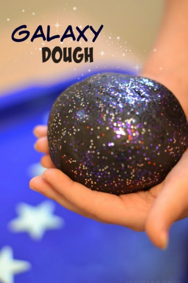 "GALAXY DOUGH: easy to make play dough that is ""out of this world"" (super soft & stretchy!) #playdoughrecipe #playdough #galaxyplaydough #galaxyplaydoughrecipe #playdoughactivities"