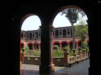 Claustro del Convento Santo Domingo, Lima, Perú, La vuelta al mundo de Asun y Ricardo, round the world, mundoporlibre.com
