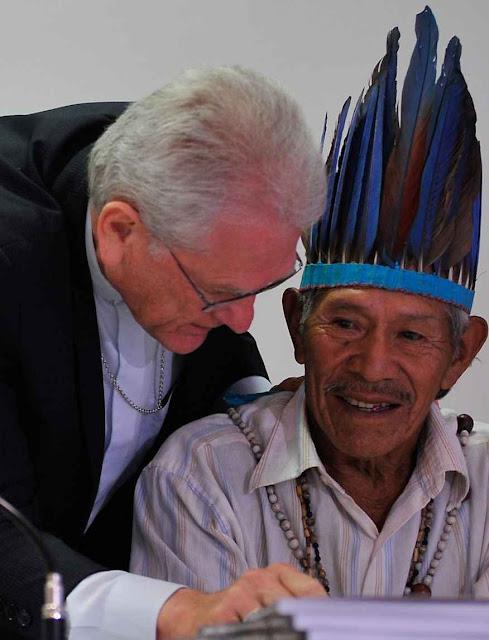 Dom Leonardo Ulrich, secretário geral da CNBB e Tito Vilhalva, da etnia Guarani Kaiowá. Foto: Antonio Cruz, Agência Brasil