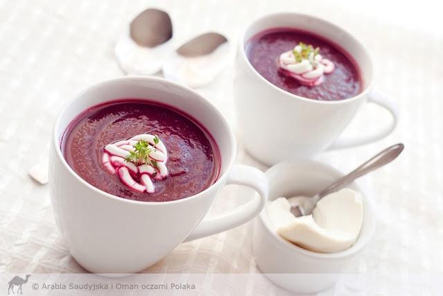 Pikantna zupa krem z pieczonych buraków