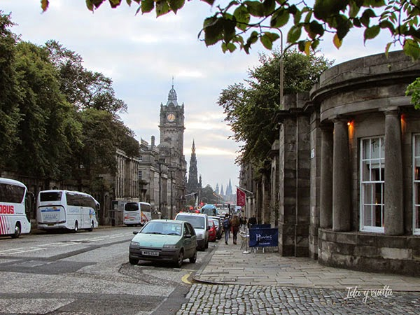 Vista de la calle del hotel