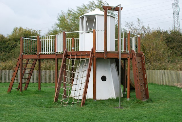 RSPB-Newport-Wetlands-playground-with-play-equipment-lighthouse-climbing-frame