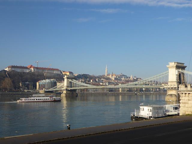 Vue sur Buda et le Pont des Chaines Budapest Hongrie