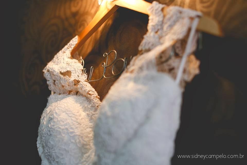 romantico-dia-noiva-vestido-cabide