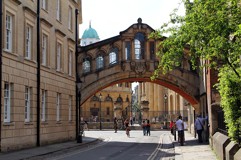 Oxford, England, UK, Herford Bridge, bridge of sighs, Sheldonian Theatre, Bodleian Library, best things to see in oxford uk, Oxford university,