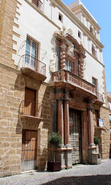 Portada de la Casa del Almirante en la ciudad de Cádiz