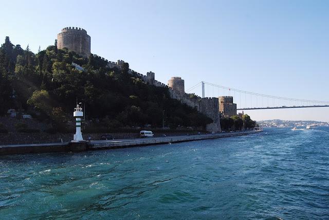la forteresse de Roumélie fut construite par le sultan Ottoman Mehmed II le Conquérant au XVème siècle