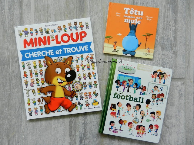    Table thématique : Le football - Livres, Mini-Loup cherche et trouve, Têtu comme une mule, Le football