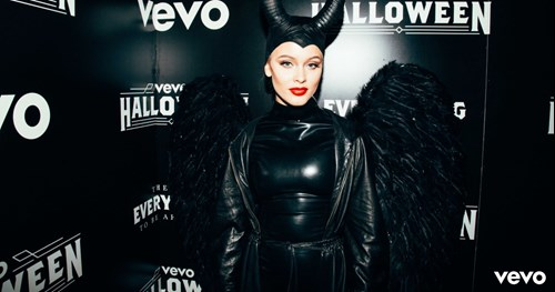 Especial de Halloween con Zara Larsson (Video)