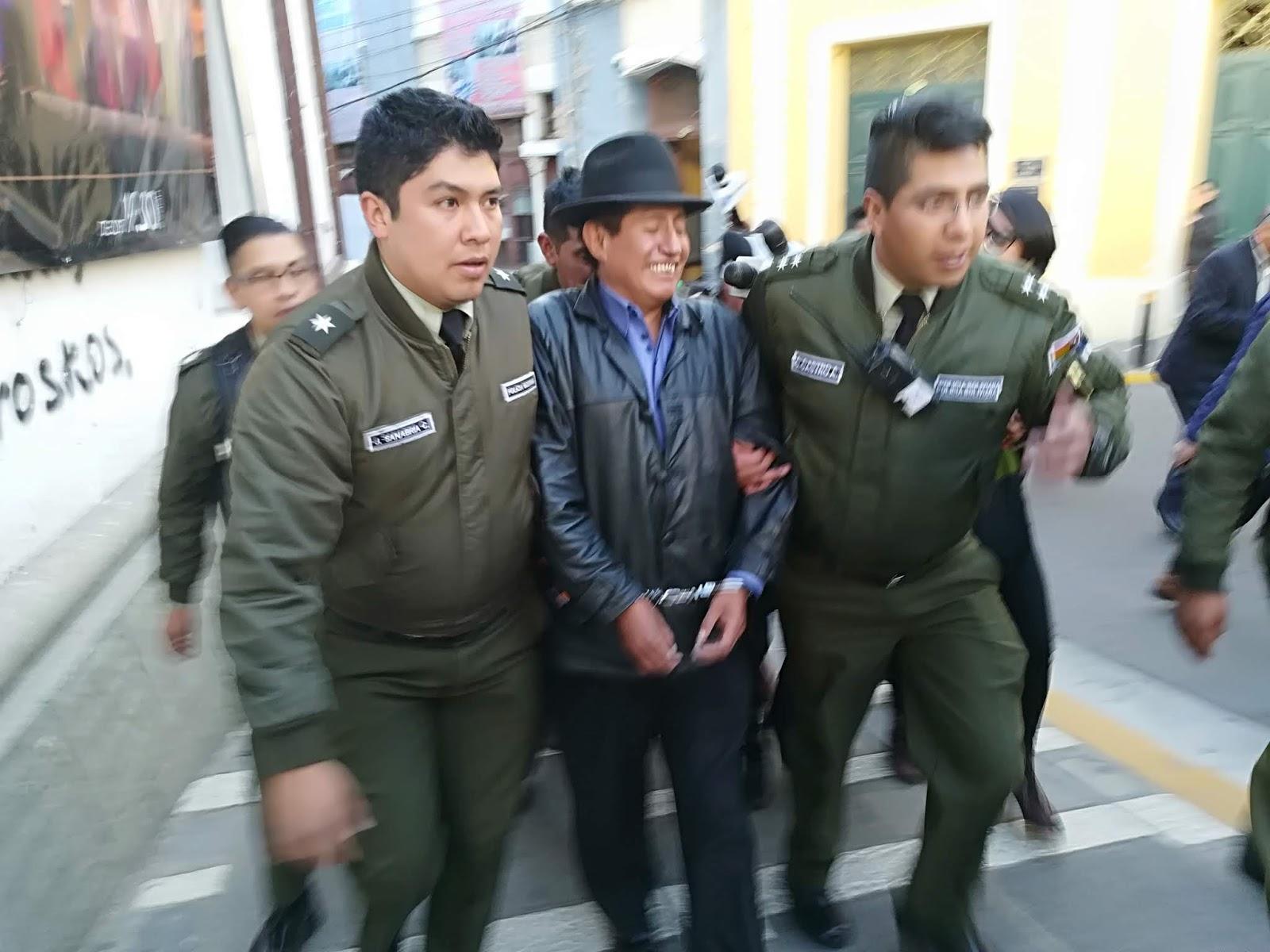 El diputado indígena fue aprehendido en la mañana y esposado en la tarde / ABI