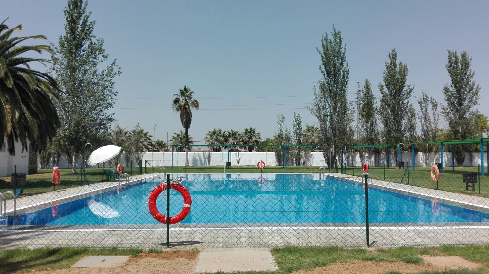 Inaugurada la nueva temporada de piscina municipal for Piscinas merino