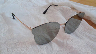 www.dresslily.com/black-butterfly-mirrored-sunglasses-for-women-product1504110.html?lkid=461745