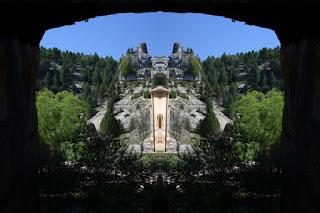 simetría, paisaje, soria, cueva, gruta, montaña, rocas, geométrico, surreal, imaginación,