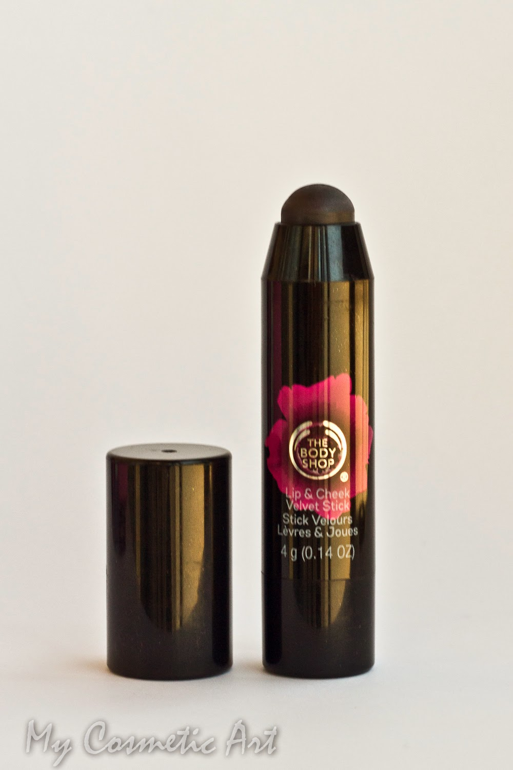 Stick Velvet Poppy Universal de The Body Shop, para labios y mejillas.