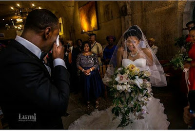 Photo of a Nigerian man and his wife crying during their wedding