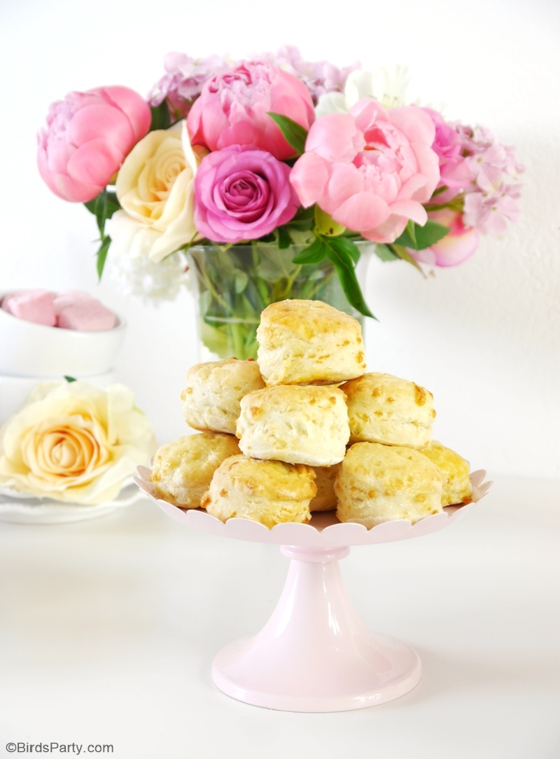 Mother's Day Brunch Scone Recipe - learn to bake these easy savory scones for your tea party or mom breakfast in bed celebrations! via BirdsParty.com @birdsparty #scones #britishscones #englishrecipe #englishscones #sconesrecipe