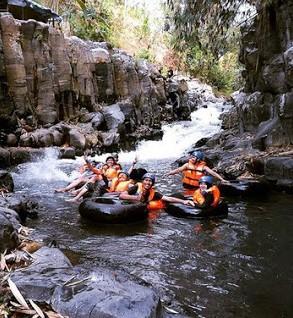 http://www.teluklove.com/2016/11/keindahan-destinasi-wisata-arung-jeram.html