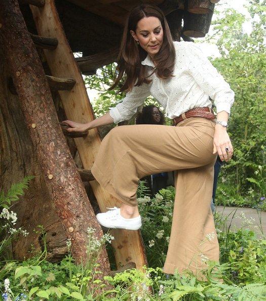 Kate Middleton wore M.i.h Jeans Mabel shirt, Superga Linea sneaker, Monica Vinader onyx earrings
