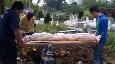 Masya Allah, 12 Tahun Dikubur Jenazah Mak Tetap Utuh Dan Tidak Berbau