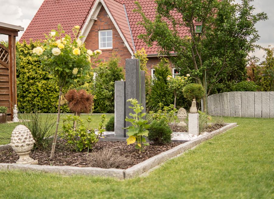 Blog + Fotografie by it's me | fim.works | Ein Garten im Norden | formales Beet im Rasen