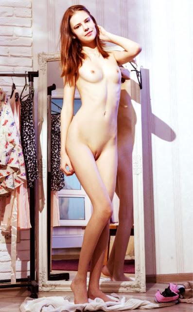 фото эротика WWW.EROTICAXXX.RU Сняли трусики, фото эротики (18+)