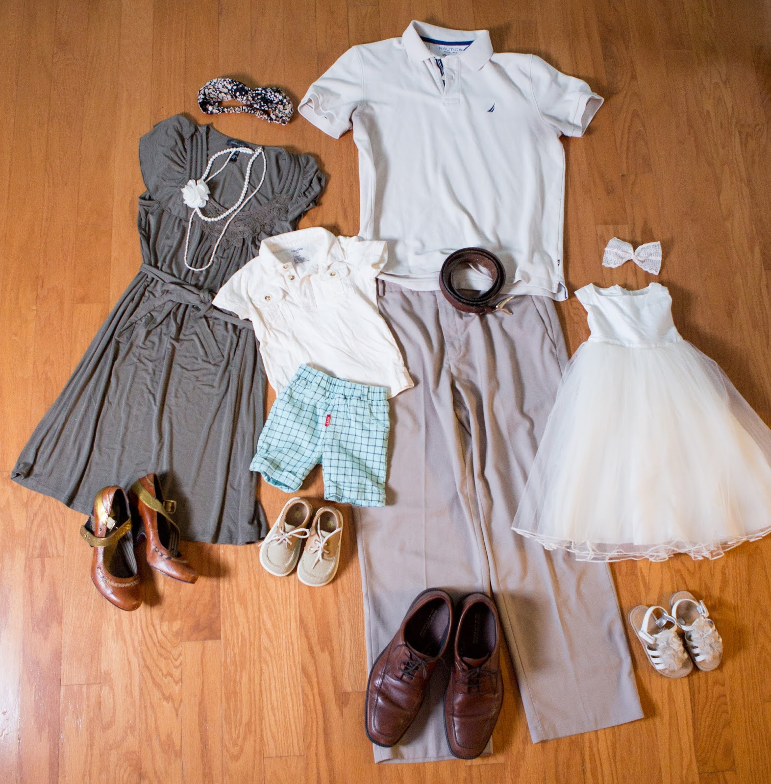 what to wear for family pictures, how to plan your outfits for family pictures, choosing your outfits for family pictures, family portrait photography, spring family outfit ideas