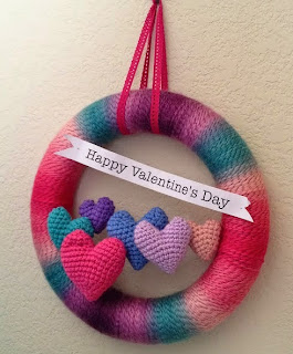 http://translate.google.es/translate?hl=es&sl=en&tl=es&u=http%3A%2F%2Fcraftyiscool.blogspot.com.es%2F2012%2F01%2Ffree-pattern-friday-valentines-day-yarn.html