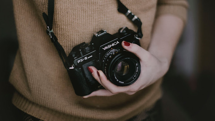 Wallpaper: Yashica FX-3 in the Girl s Hand