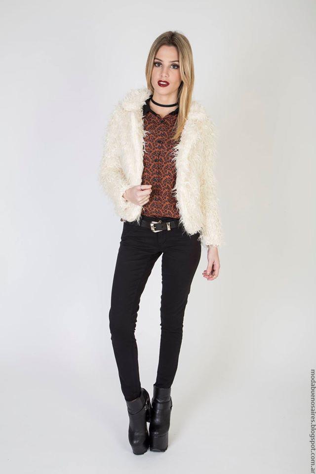 Moda invierno 2016 Kout tapados de lana o piel sintética.