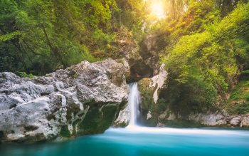 Wallpaper: Spectacular turquoise waterfall