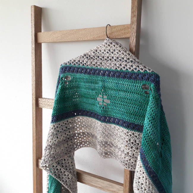 Crochet pattern: The Merhaba Shawl | Happy in Red