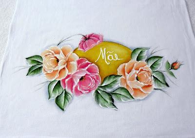 """medalhão com nome """"mãe"""" e rosas"""