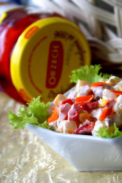 orzech papryka konserwowa,skworcu pieprz ziołowy,salatka na wielkanoc,wędzona sałatka, sałatka na święta,