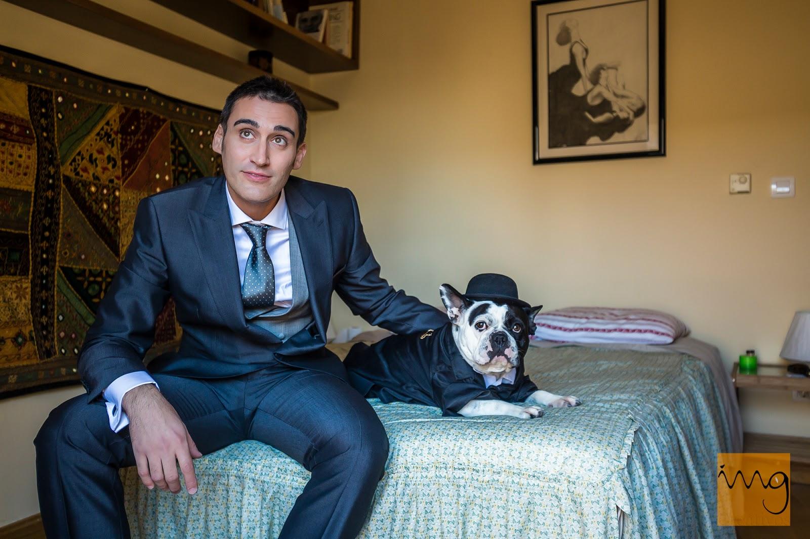 Fotografía del novio con su perro