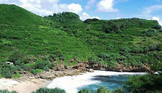 Menikmati Keindahan Pantai Timang Di Gunung Kidul