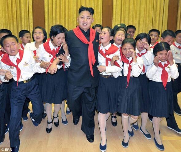 Σάλος από τα δημοσιεύματα για τον Κιμ Γιονγκ Ουν και τις ανήλικες μαθήτριες