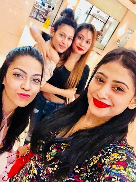 Piumi Hansamali With her Friends