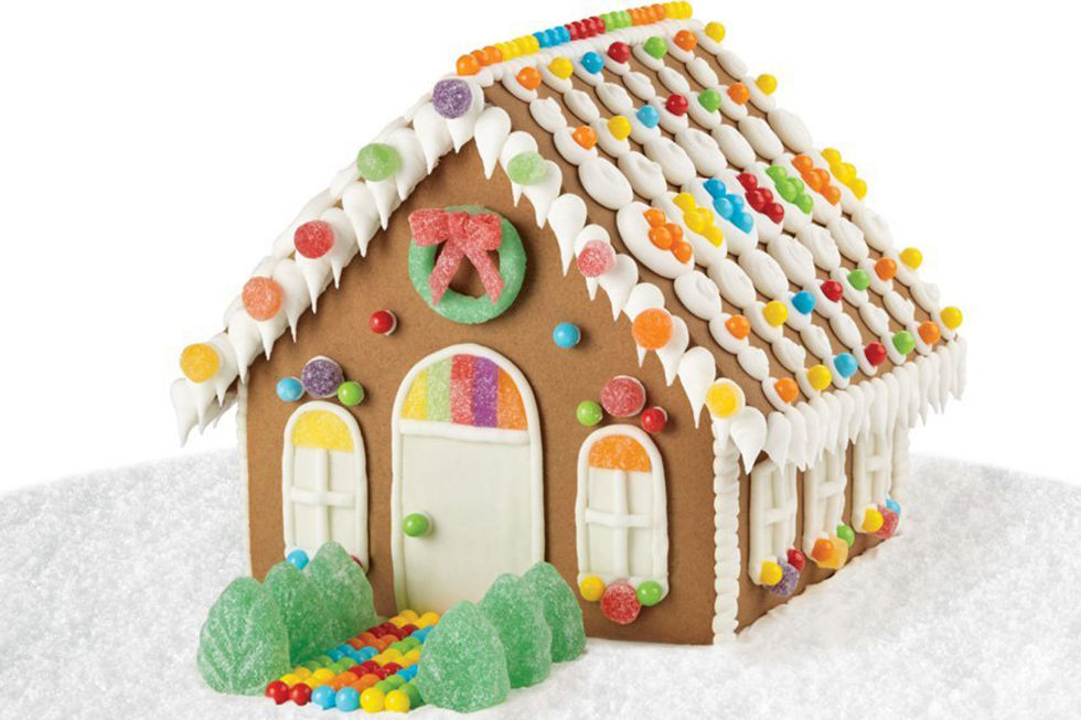 Suzy homefaker gingerbread house decorating ideas for Gingerbread house decorating ideas